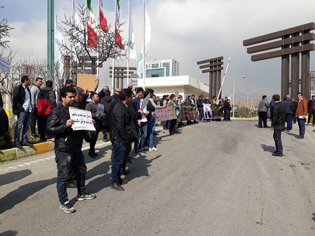 بنیاد مستضعفان و ارتش، چند هزار کسبه ی بازار سنگ سنگ تهران شرق را بیکار می کنند